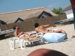TWO-ROMANIAN-BEACH-GIRLS-HIDDEN-CAM-v6vwa2dgwp.jpg