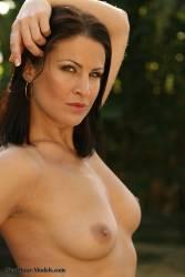 Tina-Brown-Bikini-%28301-pics%29%281600x1067%29-r6wauufoum.jpg