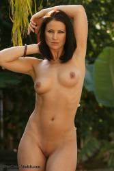 Tina-Brown-Bikini-%28301-pics%29%281600x1067%29-c6wauwcjah.jpg