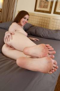 Scarlett Faye showing feet and pussyd6x0i07rqs.jpg