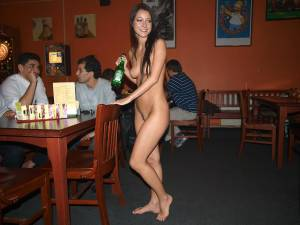Nude-waitress-in-a-bar-d6xtjoc1ng.jpg