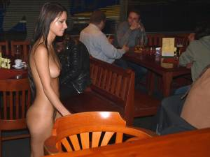 Nude-waitress-in-a-bar-16xtjno2ps.jpg