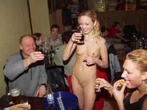 Sexy-Waitress-Enjoys-Working-Nude-1-z6xtjhpnge.jpg