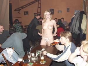Sexy-Waitress-Enjoys-Working-Nude-2-d6xtjivqo7.jpg