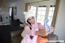 Elle-Voneva-Asian-Selfie-Snatch-%28x147%29-1080x1620-q7ac7mbdy7.jpg