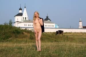 Nude-in-Public-Walking-Stick%21-a7ad4m0zml.jpg