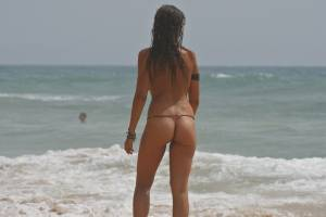 Sara-and-bianca-at-the-beach-%5Bx27%5D-t7aeod9ayb.jpg