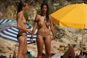 Sara-and-bianca-at-the-beach-%5Bx27%5D-q7aeoedmmj.jpg