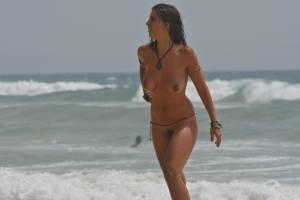 Sara-and-bianca-at-the-beach-%5Bx27%5D-47aeodojvo.jpg