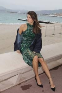 Isabeli-Fontana-%E2%80%93-Pantyless-Upskirt-in-Cannes-q7agxovhlp.jpg