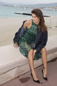 Isabeli-Fontana-%E2%80%93-Pantyless-Upskirt-in-Cannes-v7agxounch.jpg