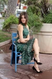 Isabeli-Fontana-%E2%80%93-Pantyless-Upskirt-in-Cannes-27agxo93v5.jpg