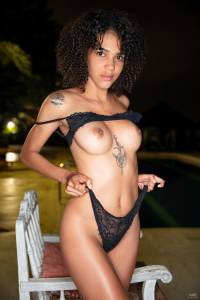 Abril-Curly-and-Hairy-05-21-17ah97opbk.jpg