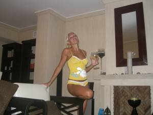 Sexy-Body-Blonde-Fun-Vacation-x27-r7a2wtsnpx.jpg