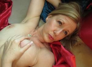 Sexy-Blonde-Milf-x41-y7a5ej6jsm.jpg
