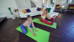 Sailor-Luna-Ella-Reese-Yoga-Sexercise-Session-88x-x7ateg4ywg.jpg