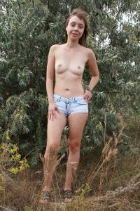 Outdoors-Sexy-Jeans-and-Flashing-67aug894e0.jpg