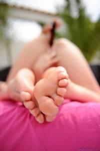 Cute-blonde-shows-her-feet-%5Bx67%5D-z7aw40otdh.jpg