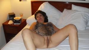 MILF-Diane-shows-her-hot-pussy-%5Bx19%5D-b7aw3hc55y.jpg