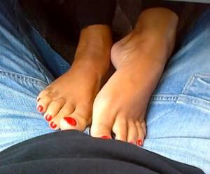 My-Wifes-Feet-During-The-Day-x15-h7be5bbqah.jpg