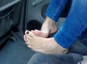 My-Wifes-Feet-During-The-Day-x15-57be5aoxfn.jpg