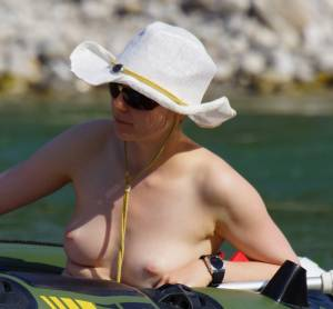 Pale-Inverted-Tits-Captured-on-the-River-x16-77b05uw2x0.jpg