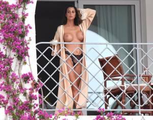 Claudia-Galanti-Topless-On-A-Balcony-In-Italy-57b4h9hc0y.jpg