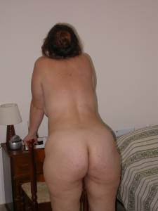 Chubby-Greek-Mom-In-Economic-Crisis-%2825-foto%29-w7b9pe3lll.jpg