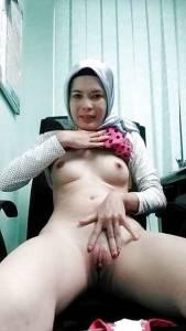 Horny-Hijab-Wife-%5Bx18%5D-f7bowmixtk.jpg